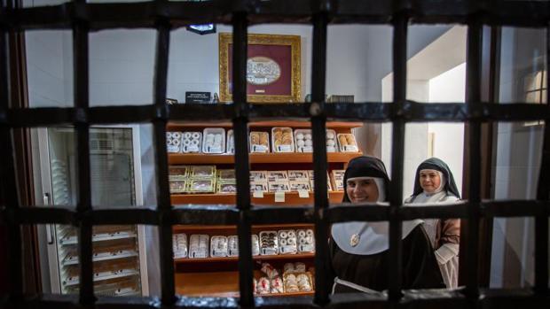 Nonnen des Klausurklosters Santa Maria de Jesus verkaufen dulces